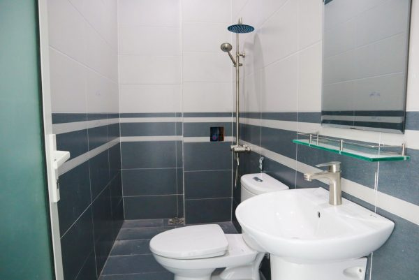 nhà vệ sinh trong phòng ngủ