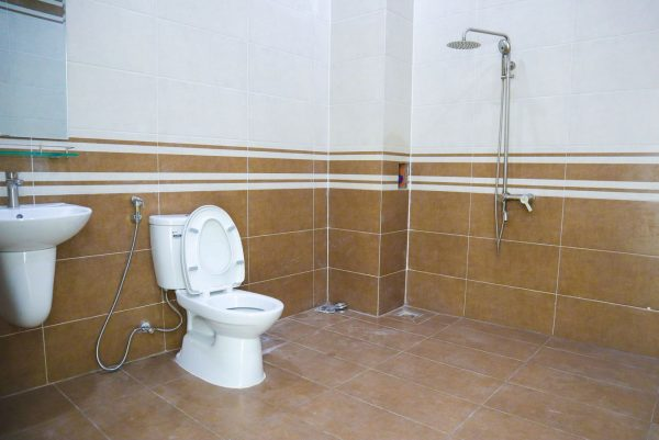 Nhà vệ sinh nhà mặt tiền kinh doanh tại thủ dầu một
