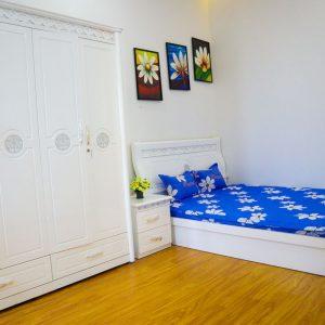 phòng ngủ thứ nhất trên lầu một