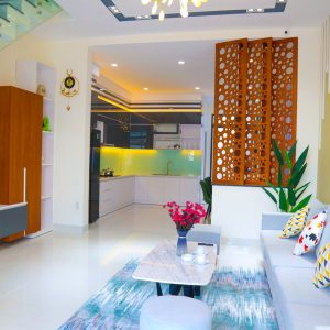 không gian phòng khách nhà phố phường phú mỹ