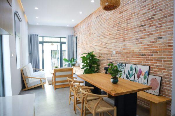 không gian bếp nhìn ra phòng khách
