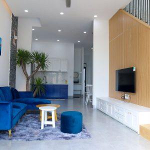 Không gian phòng khách nối liền với bếp